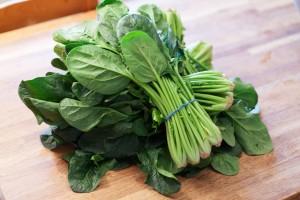 1 Kilo frischer Spinat reicht für 2 Personen.
