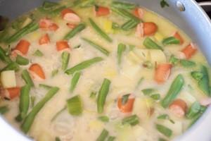 Das Gemüse sollte knapp bedeckt sein ist zuviel Flüssigkeit im Topf einfach bei offenem Deckel kochen lassen.