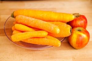 Die Zutaten für den Möhrensalat mit Apfel und Zitrone werden abgezählt. ;-)