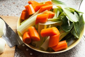 Für den Rinderschmorbraten wird das Gemüse nur grob geschnitten.