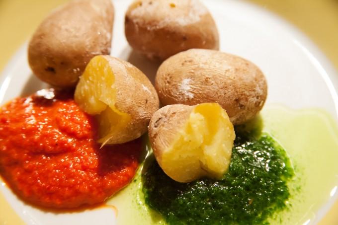 Kleine Kartoffeln mit salziger Schale papas arrugadas