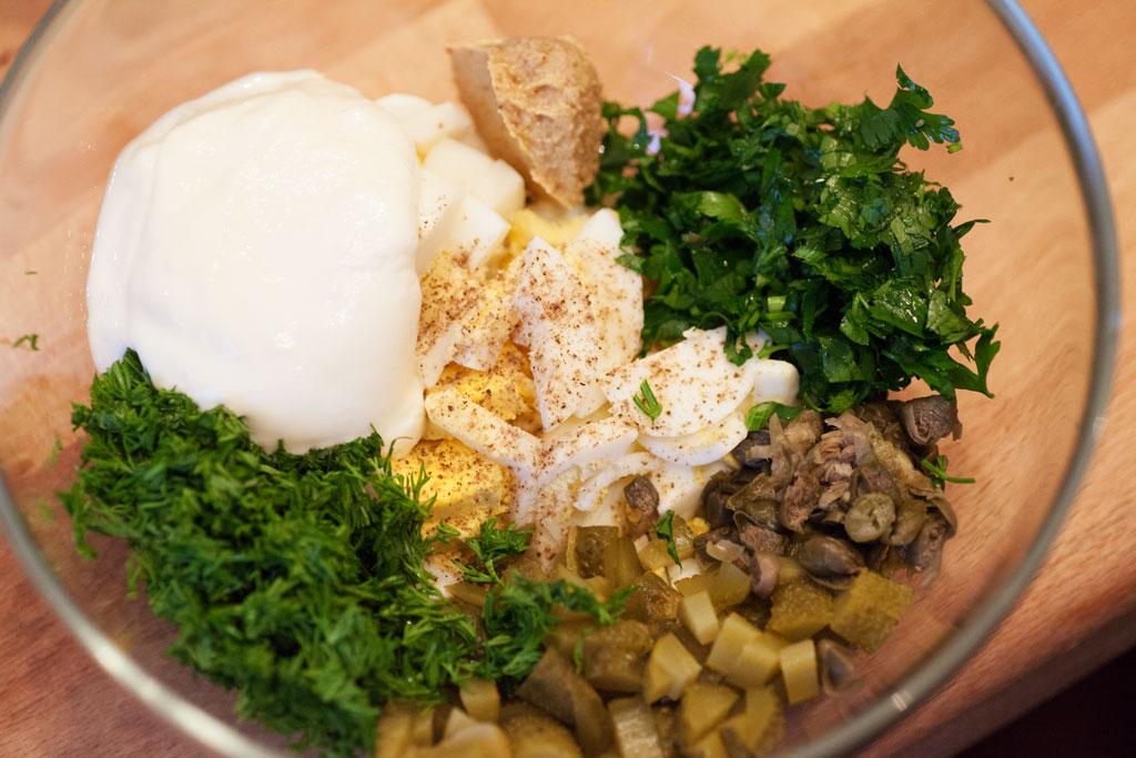 Sauce Tartare Rezept nicht originalgetreu sondern mit in leicher Variante mit Joghurt.
