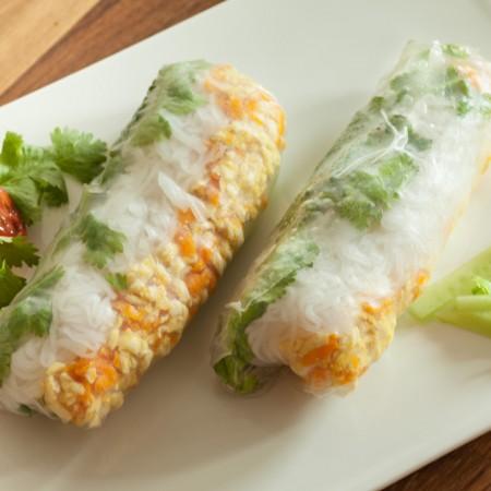 Selbstgemachte vietnamesische Sommerrolle - vegan.