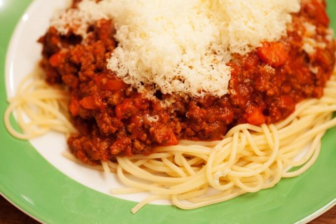 spaghetti bolognese, Nudeln mit Hackfleischsauce.