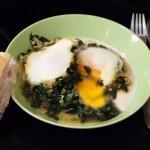 Türkisches Spinatgericht mit Ei - ıspanaklı yumurta.