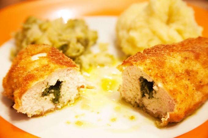 Hühnchen Kiew mit Rosenkohl und selbstgemachtem Kartoffelpüree