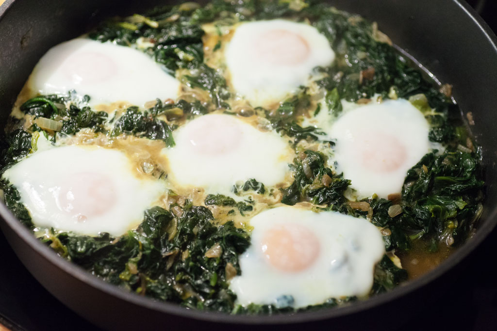 Bei geschlossenem Deckel werden die Eier gegart bis sie die gewünschte Härte haben.