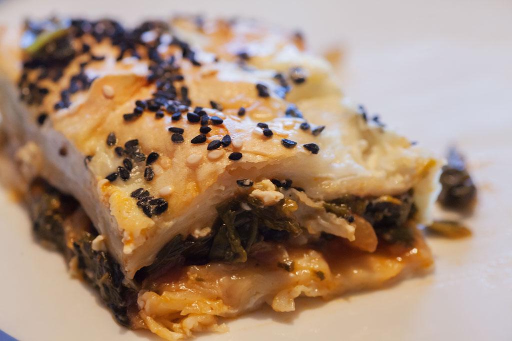 Börek Rezept mit Spinat - Spinatbörek frisch aus dem Ofen.