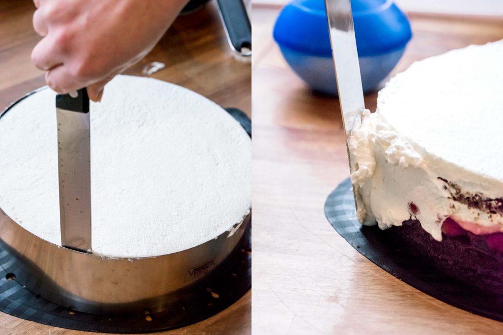 Der Tortenring wird vorsichtig mit einem Messer von der Torte gelöst. Anschließend werden die Tortenränder mit Sahne bedeckt.