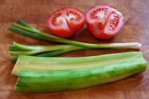 Frischer Salat ist eine prima Ergänzung zu Currywurst.