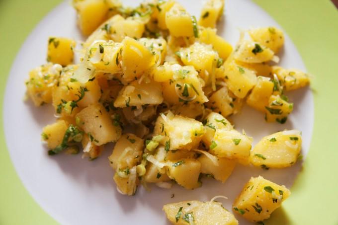 Kartoffelsalat auf türkische Art mit Olivenöl und Zitrone