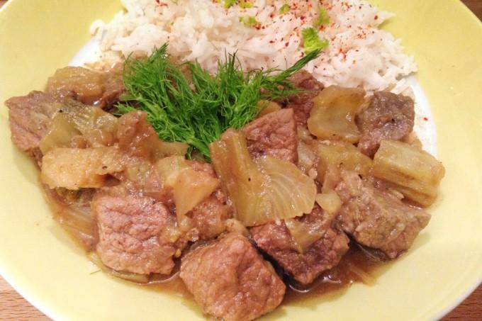 Rindfleisch mit Fenchel ist nach 2 Stunden schmoren zart und sehr aromatisch.