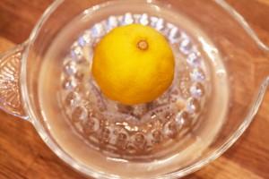 Saft einer halben Zitrone wird dazu gegeben.