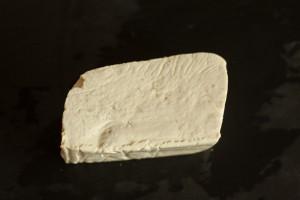Tofu wird geraffelt.
