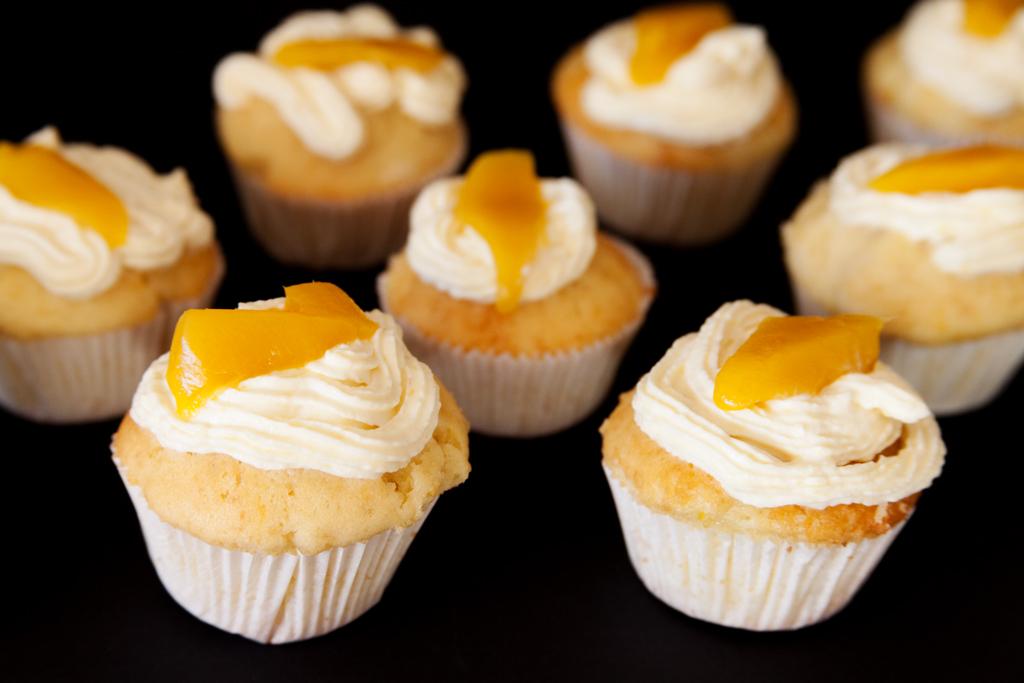 Zitronencupcakes mit Mangosahne.