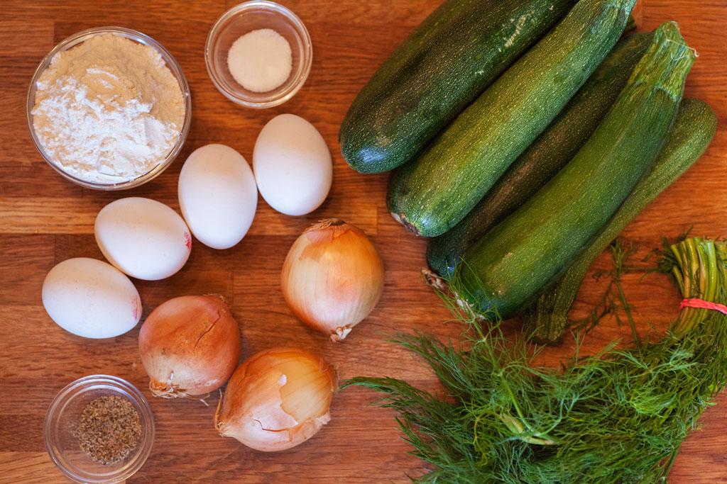 Zutaten für Zucchinipuffer mit Dill auf türkische Art - Mücver.